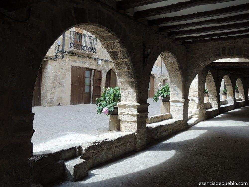 Porticos en la Calle Mayor de La Fresneda