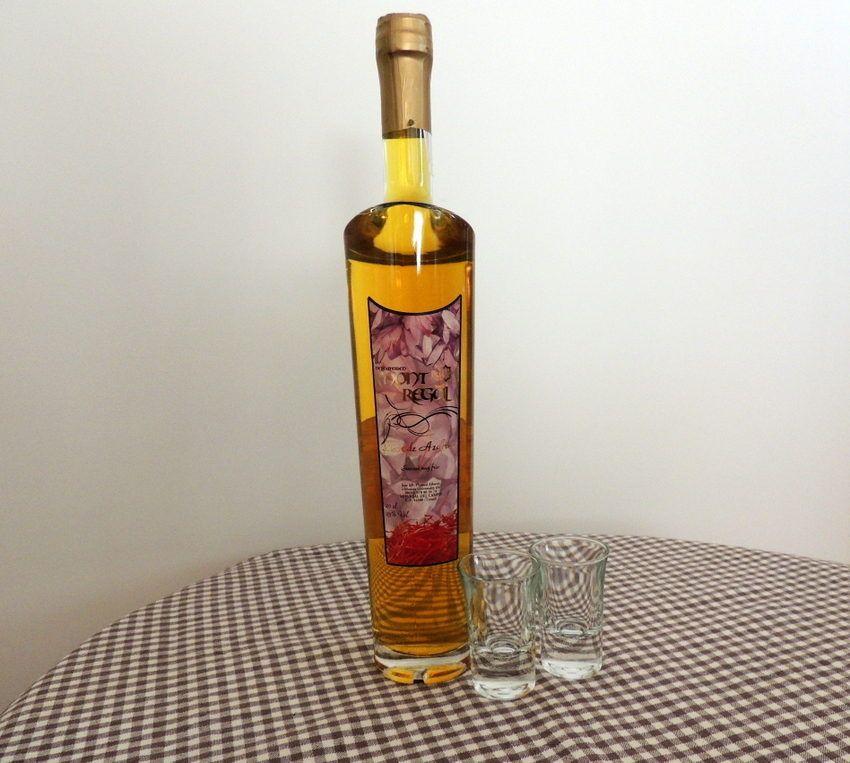 Comprar licor de hiervas con azafrán para disfrutarlo antes o después de las comidas