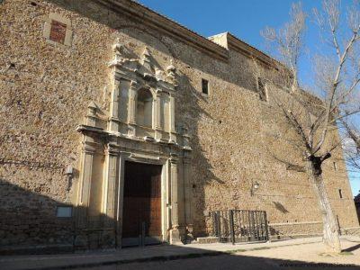 Fachada principal de la Iglesia de Puertomingalvo (Teruel)