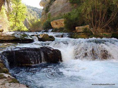 Nacimiento del río Pitarque, en el Maestrazgo