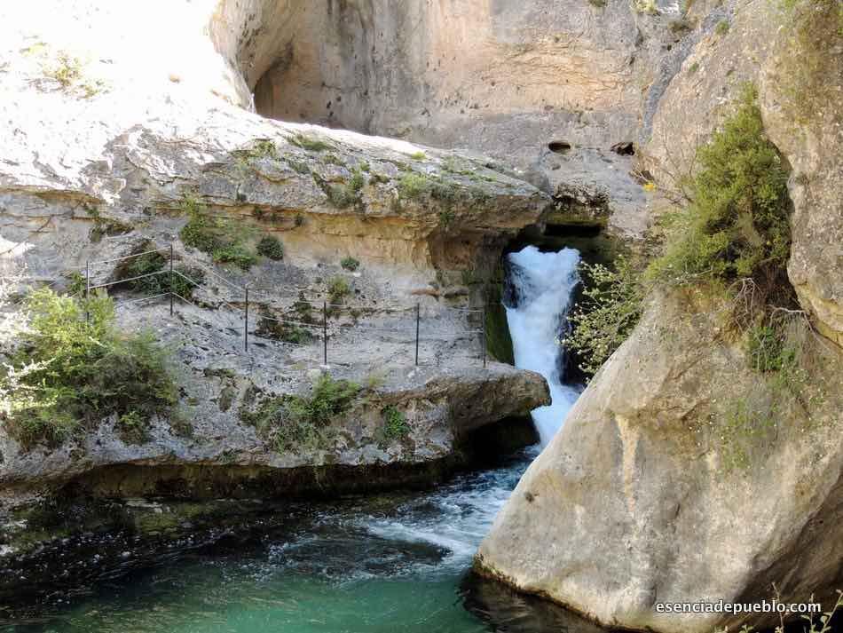 Ojal de Malburgo, en el nacimiento del río Pitarque